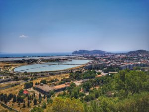 Vista sullo Stagno di Molentargius, le saline e la Sella del Diavolo