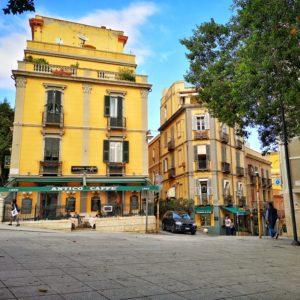 Piazza Costituzione con lo storico Antico Caffè